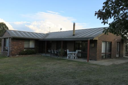 """Trefoilian Park"" - Dogs Welcome - Armidale Region - Bed & Breakfast"