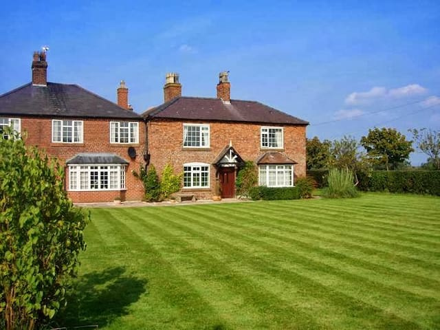 Family/twin room in a farmhouse B&B - Farndon - Bed & Breakfast