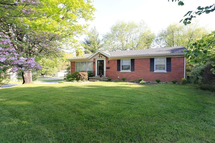 Great home close to everything! - Lexington - House