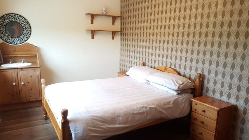 Spacious House in the Heart of Mullingar (room 2)