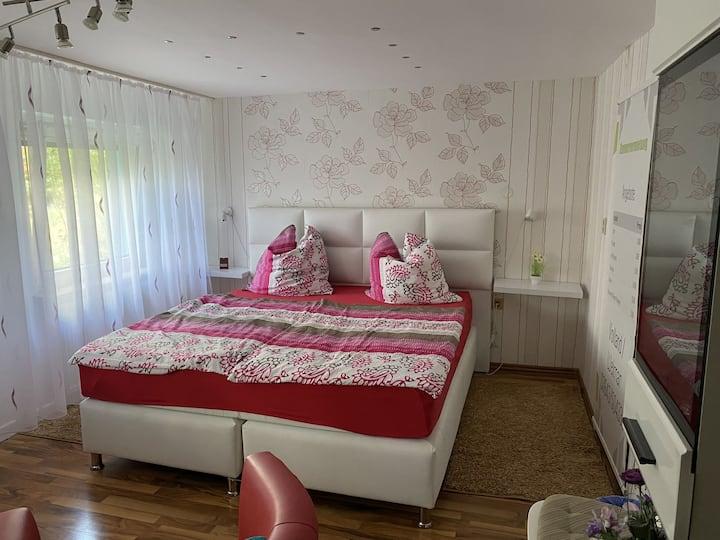 Zimmervermietung Volland (Weimar-Tröbsdorf) - LOH07404, Großes Doppelzimmer Bad/WC Mitbenutzung