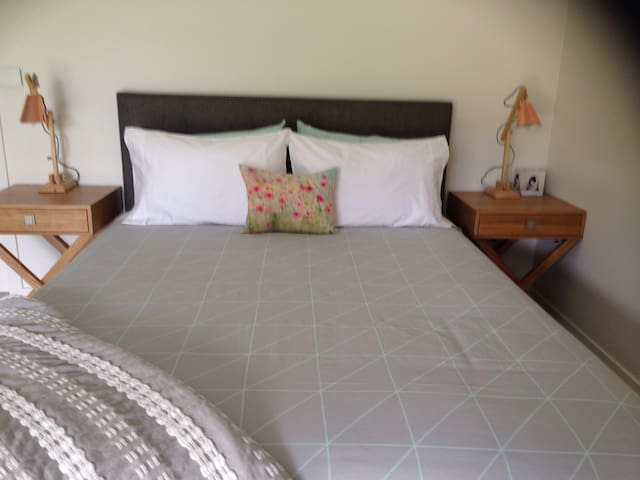 1000 percale smooth freshly laundered bed with Ozzy wool doona for a sumptuous sleep