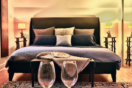 Bayfield Boutique Bed and Breakfast - The Bourbon Suite