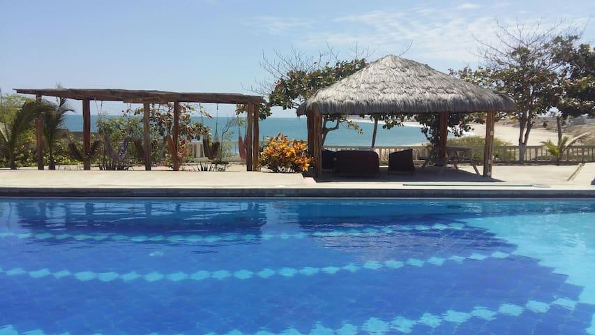 """Un paraiso al pie del mar """"La Milena"""""""
