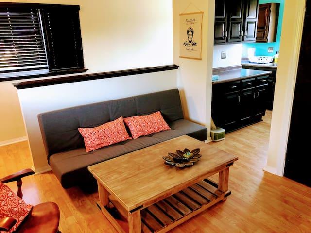 2 Bedroom Eastside Costa Mesa Apt