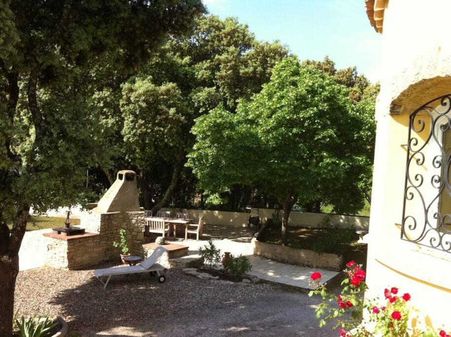 L'espace BBQ et la terrasse