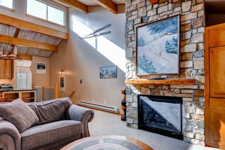 Treetop Condo - Walk to Ski, Town, Drinks, Shop - Breckenridge