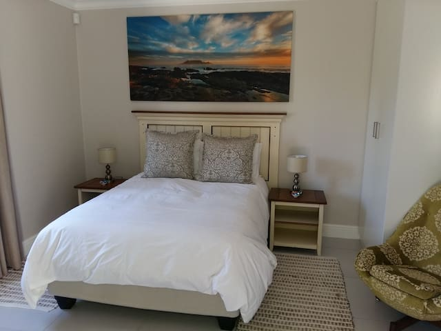 53 Pyracantha (Suite 2), Somerset West. - Cape Town - Daire