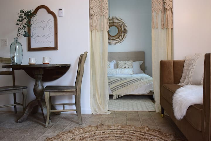 Wow Gorgeous New Retreat! King Bed, Walk To Bakery