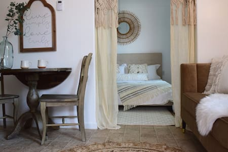 ⭐️ Wow ⭐️ Gorgeous New Retreat! King Bed, Whitworth