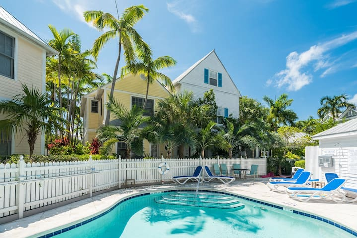 Elegant home w/ patio & shared pool - walk to beaches, Duval St., and much more!