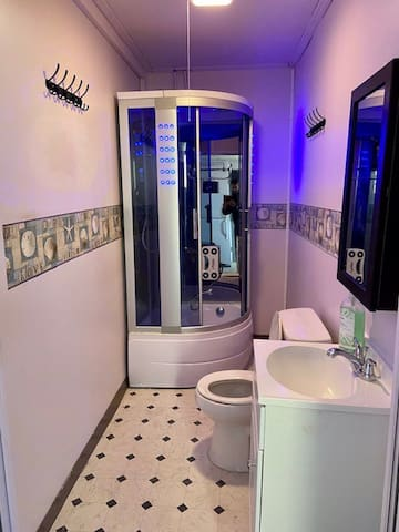 Non-shared Room With private Bath And Entrance.