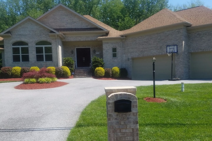 Extremely Large Private 2 BR Basement Apartment