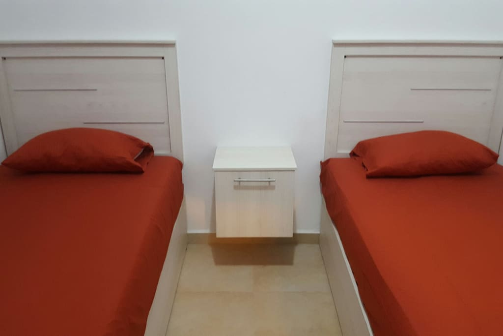 2  twin beds
