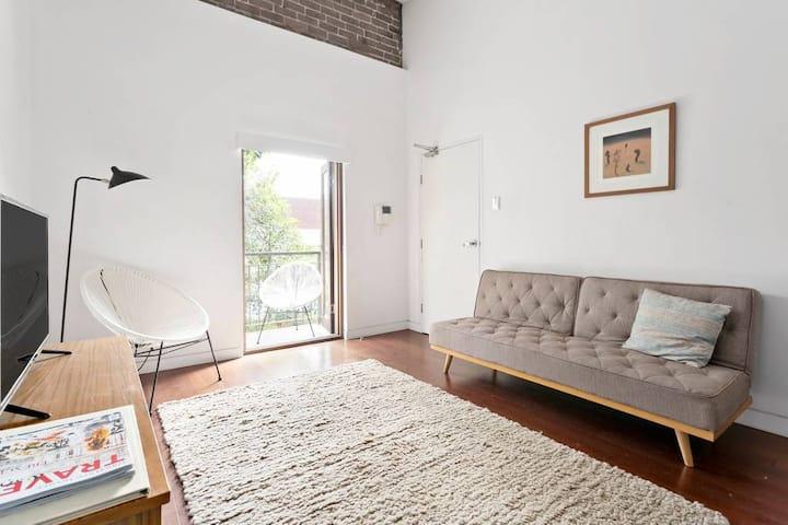 ⚡Oversized 1 Bedroom Apt - Ultra convenient spot⚡