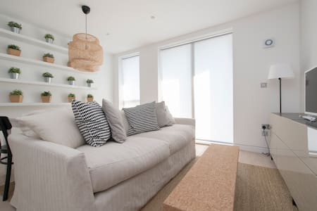 The Curtain 5 (1) - 1 Bed - London - Apartment