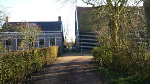 De Stadsboerderij, met vrijliggend appartement .