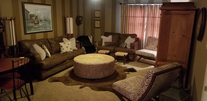PRIVATE LIVING QUARTERS 2 Beds, 1 Bath 1100 sq.ft.