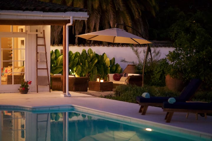 Guesthouse  with private pool