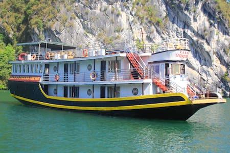 Lan Ha legend Cruise trip: a budget boutique boat