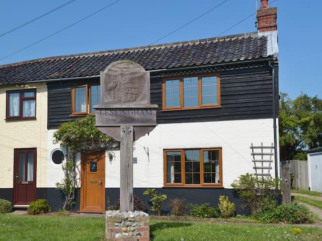 Lobster Cottage (W43883)