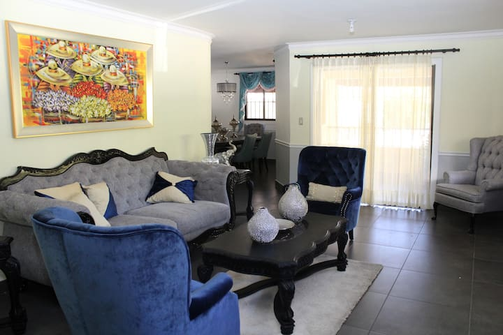 Beautiful and quiet 2nd floor apartment in Gascue