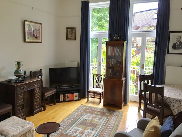 2-bedroom flat in beautiful, central Belsize Park.