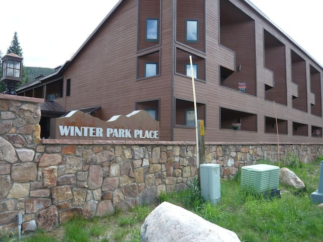 Backs to River, Walk to Lifts - Winter Park - Condominium