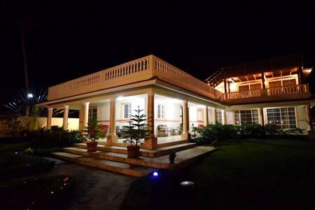 Beachfront 7bed villa near Cabarete guest-friendly