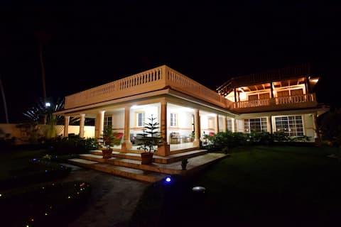 Villa mit 7 Schlafzimmern am Strand in der Nähe von Cabarete, Gästefreundlich