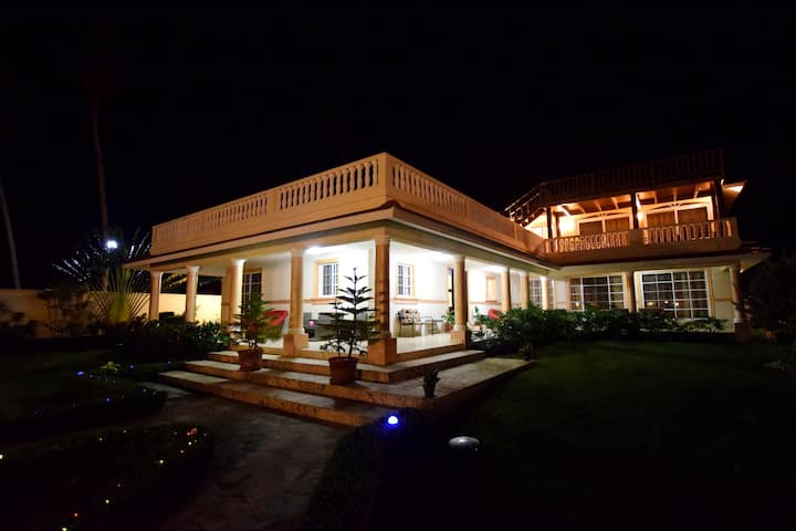 Beachfront 7bed villa near Cabarete guest-friendly