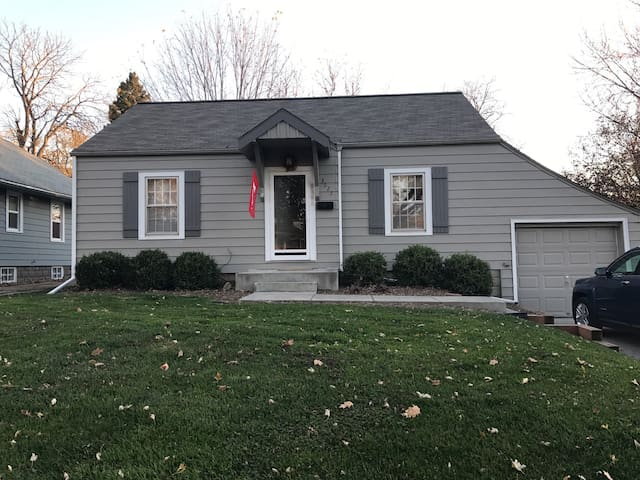 Cozy 2bd ranch close to everything - Omaha - Rumah