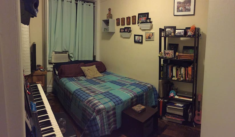 Comfy Quiet Private Room in 3 bd/rm Apt.