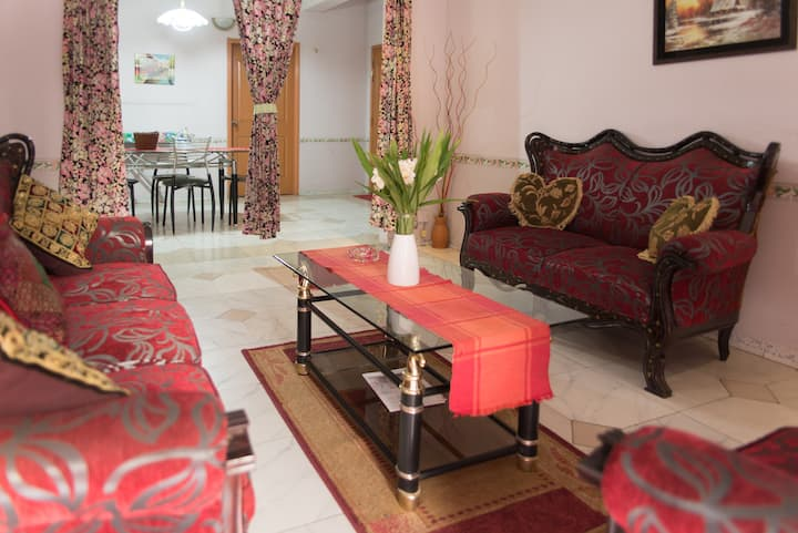 Babylon 3 bedroom Furnished Apartment, 1900sft.