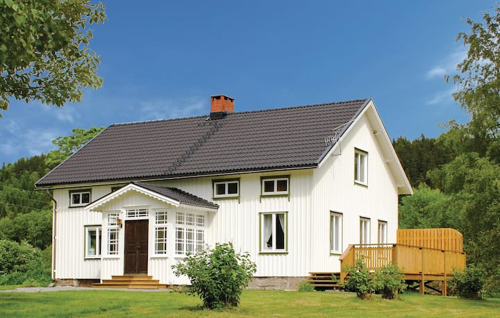 Nice home in Högsäter with 6 Bedrooms