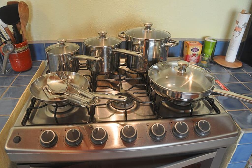 Lots of good pots and pans for home cooking.