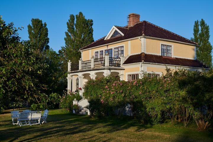 Lovely romantic house in Burgsvik