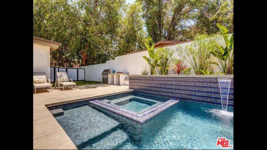 Beautiful Private Bed & Bath w/ Pool -Sherman Oaks