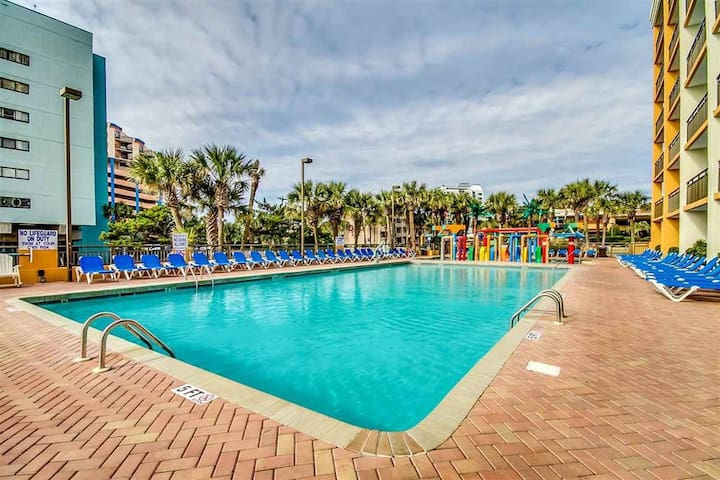 Lovely 2018 renovated*PENTHOUSE*OceanFRONT*pools*