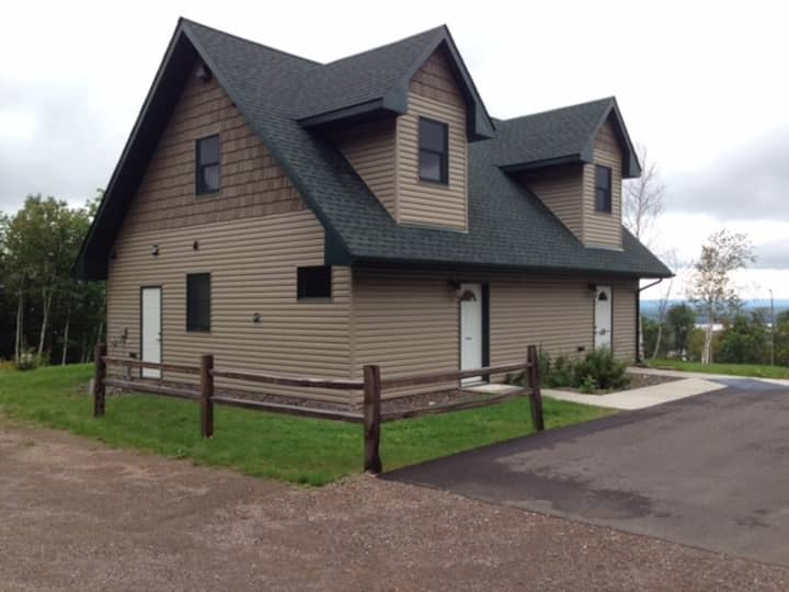 Beautiful home or 2 apartments Duluth/Spirit Mtn