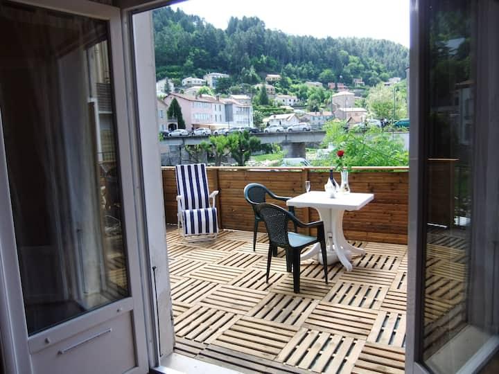 STUDIO Terrasse privée au calme WIFI-Clim
