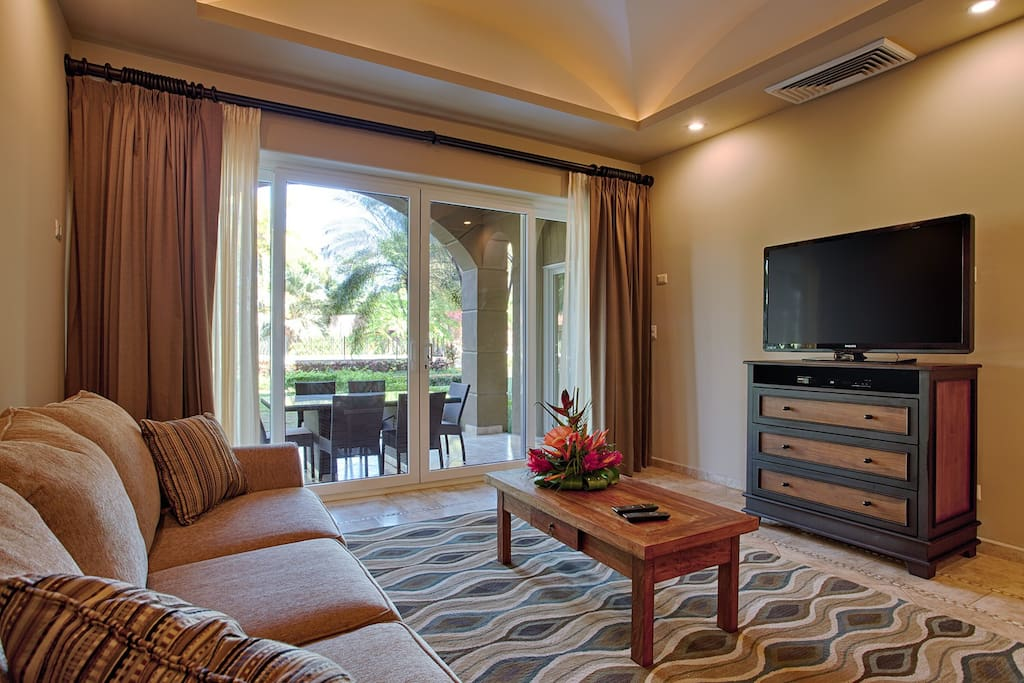 Living area with flat screen TV, access out to the covered terrace ara