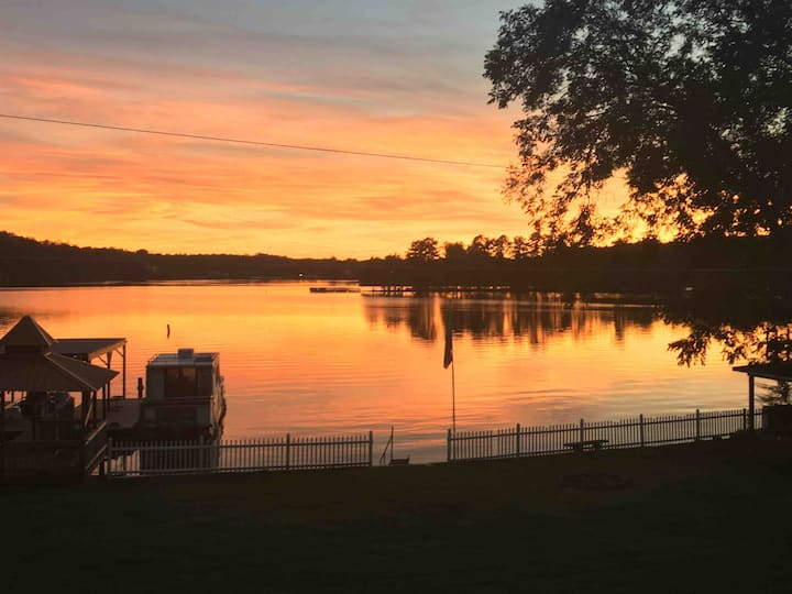 Lake Hickory Hideaway