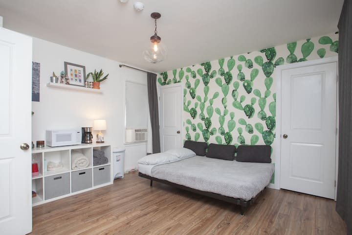 Private Room in remodeled South LA home