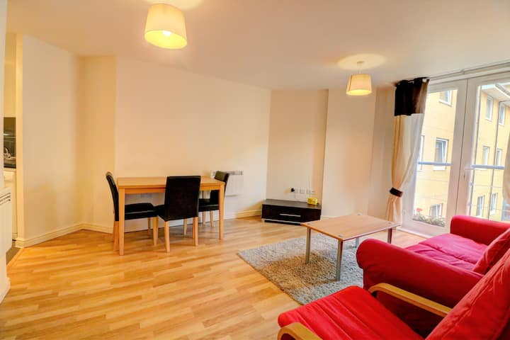 Comfortable flat with great transport links