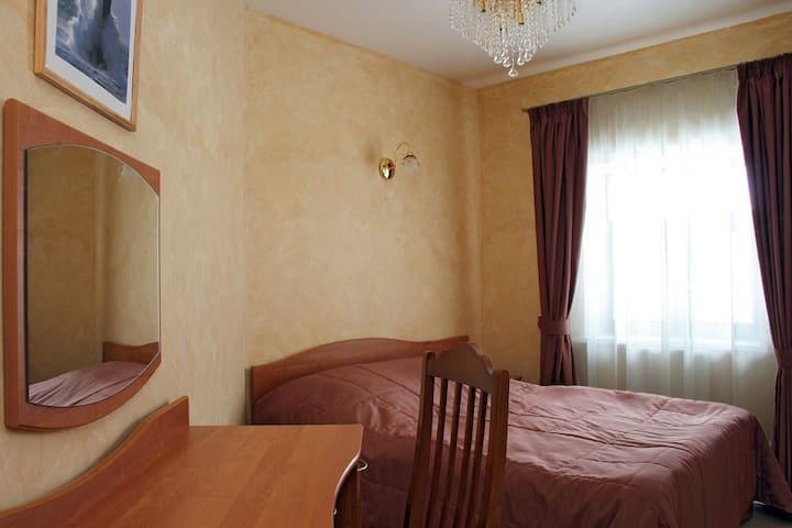 Дом с рестораном, бассейном, баней и хамамом - Gulnevo - Hotel boutique