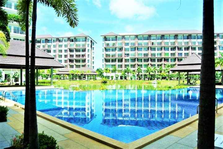 Bang Saray - lake & pool views