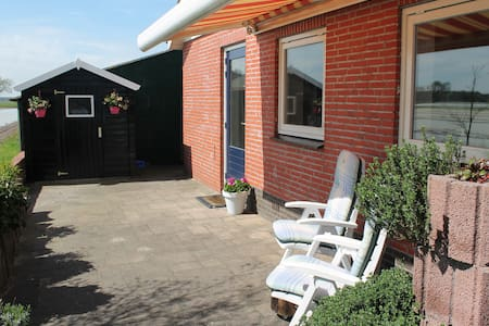 spacious 2p apartment in outdoor area West Brabant - Sprundel - Bungaló