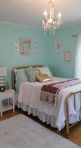 Taylor Edes Inn, Aqua Room