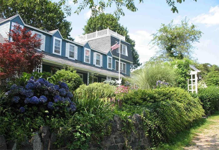 The Seagull Inn Marblehead Neck - Lighthouse Suite